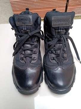 Se vende botas Brahma talla 41 en cuero contra marcadas. Precio 130 mil pesos