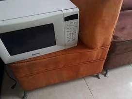 Horno, televisor, equipo sonido, muebles