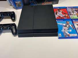 PlayStation 4 + Dos joysticks originales + juegos
