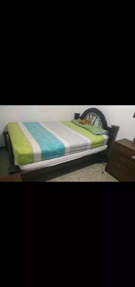 Vendo cama doble con dos colchones