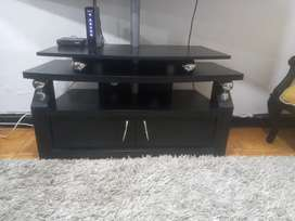 Mesa  para  televisión  en bn estado  precio  negociable