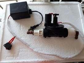 Electrovalvula con interruptor y cargador lista para conectar.