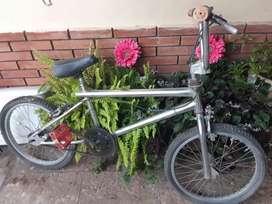 Vendo bicicleta BMX rodado 20