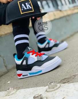 Zapatos Jordan Retro 4   para niños y niñas