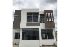 Casa de venta dentro de Urbanización en Portoviejo