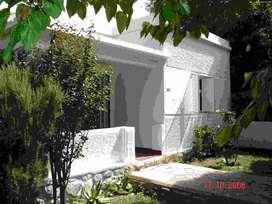 HERMOSA CASA TRES AMBIENTES, JARDINES, CAPACIDAD TRES AUTOS