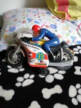 Antigua moto de hoja lata juguete antiguo