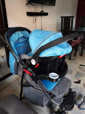 Se vende coche para bebe con porta  bebe