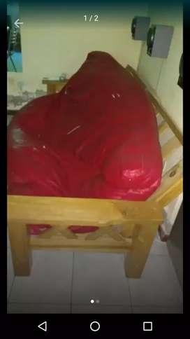 Vendo futón en mal estado , tirante de respaldar a cambiar y colchón sin botones