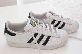 Zapatillas Adidas Super Star Casi nuevas
