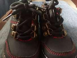 Zapatos para bebé  talla 19. Poco uso.
