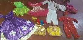 Vendo  disfraces  para niños  y niñas  a 10mil  cada uno solo se utilizaron  un solo dia  y se guardaron  bien económico