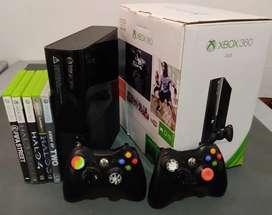 Xbox 360E Modelo 1538 - 4GB - 2 controles - cables - 5 juegos originales - disco duro interno de 250 GB - caja