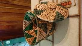 Costurero de mimbre de dos colores muy lindo