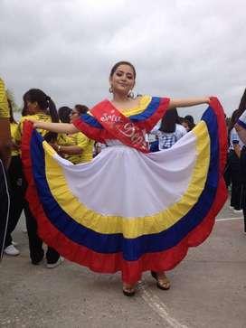 vestido de colombiana o Ecuador