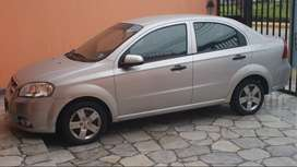 sedan Aveo plateado Chevrolet