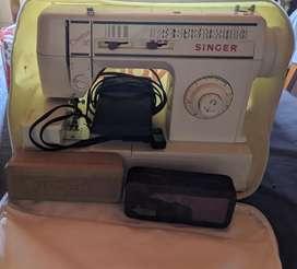Máquina de coser singer creativa 30 remato