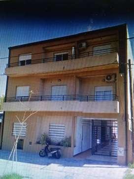 depto 2do piso por escalera  contrafrente y balcon