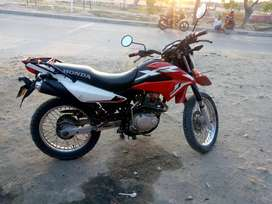 Vendo moto XR150 con papeles hasta octubre