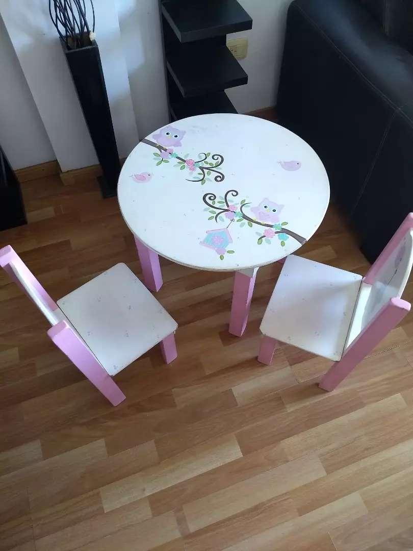 Vendo mesita y 2 sillas de niña usada 0
