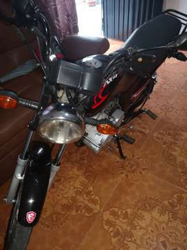 Venta moto suzuki AX4 modelo 2014
