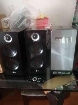 Se vende equipo de sonido LG, CD, usb, reproductor para ipod. Excelente estado y muy bonito diseño. 170000