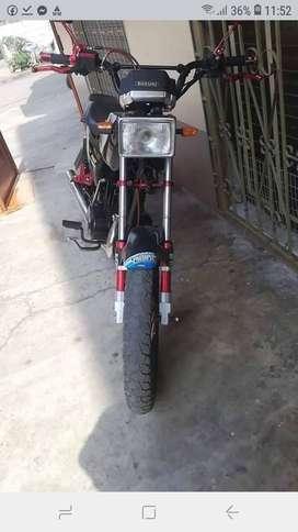 Moto suzuki flamantita con papeles al dia
