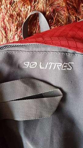 Morral 90 litros marca Totto para montañismo