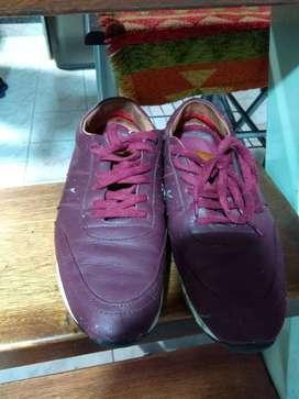 Zapatillas n41 color bordo cuero