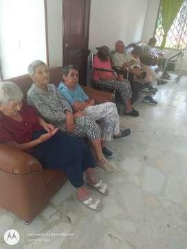 Necesito auxiliar de enfermería o cuidadora de abuelos para hogar geriátrico interna