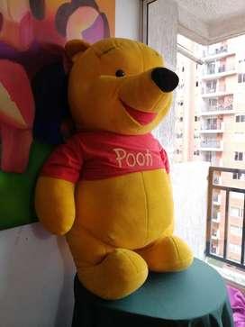Winnie pooh grande original mas uno. Pequeño