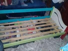 cama de madera (negociable)
