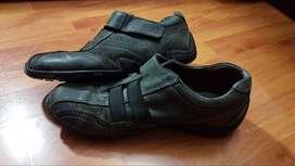zapatillas en cuero negras