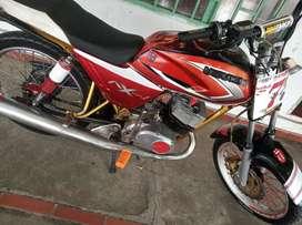 SE VENDE MOTO AX 100. ($800)