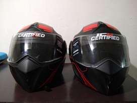 Dos cascos certificados ICH casi nuevos.
