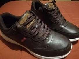 Zapatos levi's talla 42.5