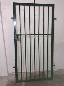 Contra puerta de metal