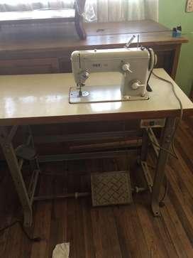 Maquina de coser industrial marca Pfaff