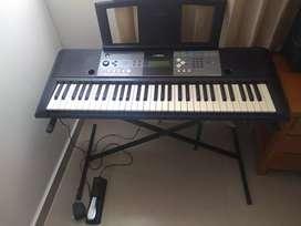 Organeta Yamaha + pedal sustain + forro + soporte