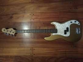 Bajo eléctrico pasivo modelo precision bass fabricado por Luthier, 20 trastes, 4 cuerdas, micrófono Seymour Duncan.