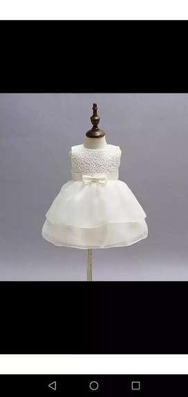 Hermoso vestido completamente nuevo, tiene la etiqueta, talla de 0-6 meses