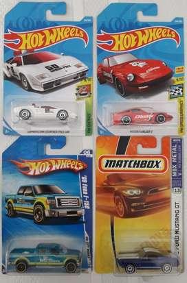 Grupo de 4 vehículos potentes Hot Wheels y Matchbox