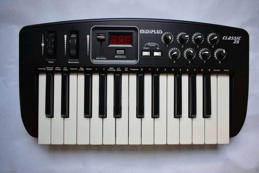Controlador MidiPlus 25 0