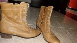 vendo grandiosa botas en cuero para dama