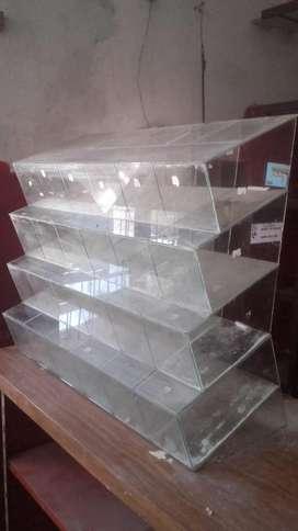 Vendo 2 carameleras de vidrio y tres mostradores para kiosco