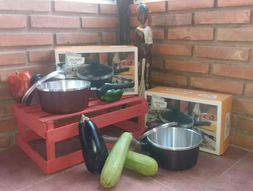 Cacerola HORNO 2LTRS c/mango y tapa. (Tipo ESSEN) Paga con ahora 12! 0