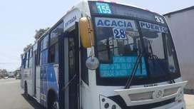 Bus urbano con ruat y puesto de oportunidad