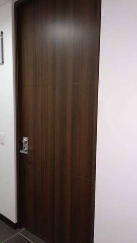 Puerta entrada principal de madera maciza 2.40 x 1.00 mts