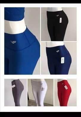 Se vende ropa deportiva para mujer