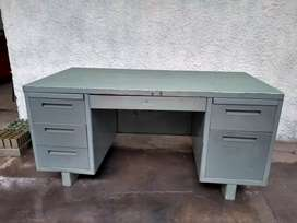 Vendo escritorio Metallico